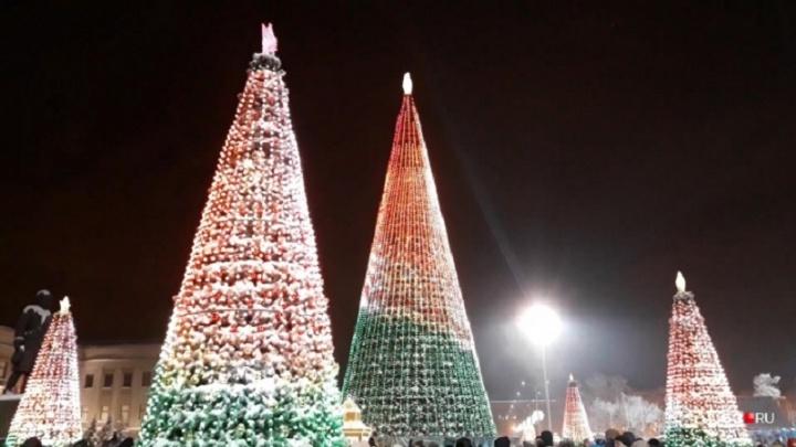 У кого больше? Сравниваем новогодние ёлки Самары с собратьями из других городов
