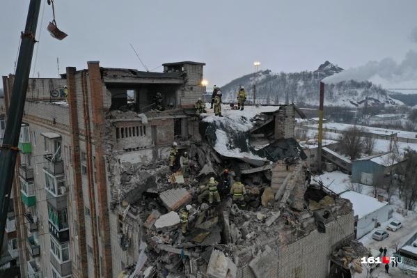 В результате взрыва пострадали четыре квартиры