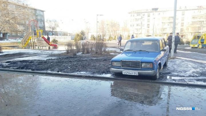 «Я паркуюсь как...»: автошкола для хамов с внедорожниками и стоянка у Глебовского пролива
