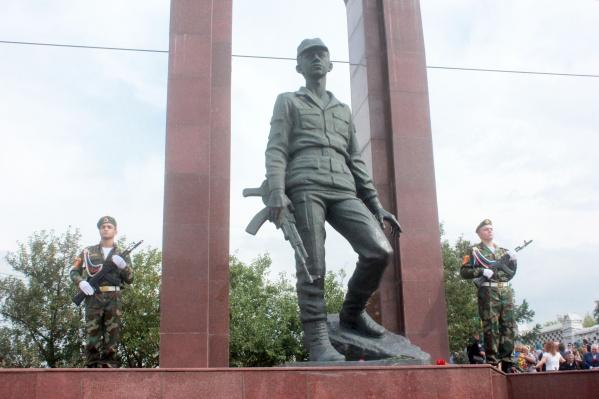 В Красноярске в честь жителей, погибших в Афганистане, установлен памятник Воину-интернационалисту
