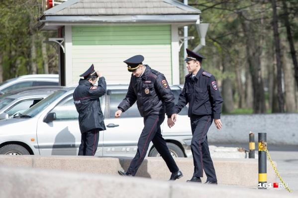 Пьяный таганрожец стал фигурантом уголовного дела за то, что оскорблял и угрожал полицейским