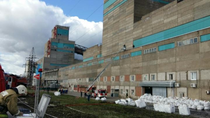 «Задействовано много сил и средств»: в Новодвинске загорелась ТЭС-3