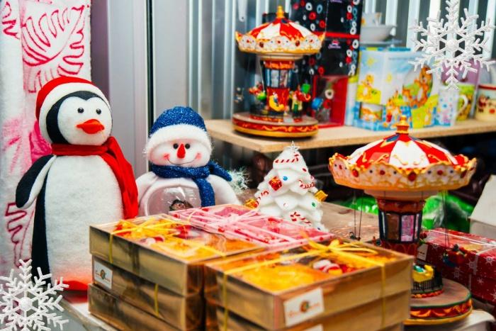 Новогодний базар начал работу над созданием праздничного настроения горожан
