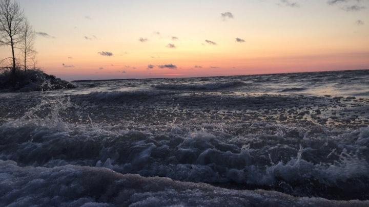 «Ледяная сказка»: сибирячка сделала снимок замёрзших волн Обского моря