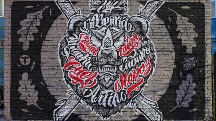 Во дворах улицы Ленина закрасили ещё одно граффити — теперь там бежевая стена (обновлено)