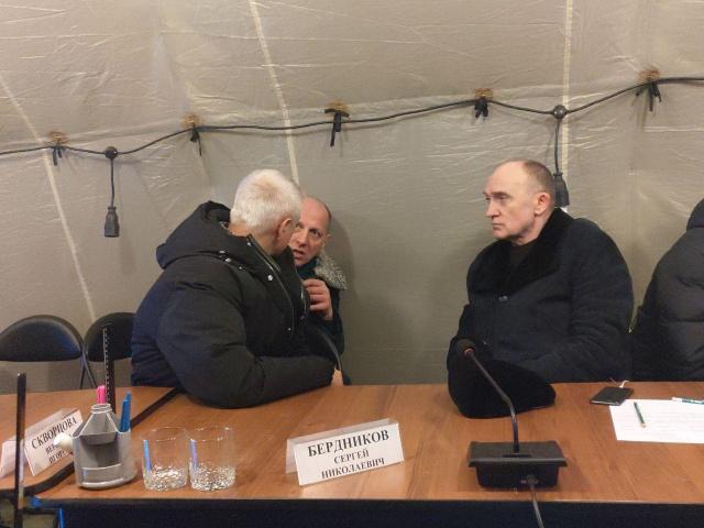 Борис Дубровский вместе с главой регионального МЧС Юрием Буренко и мэром Магнитогорска Сергеем Бердниковым продолжает работу на месте ЧП