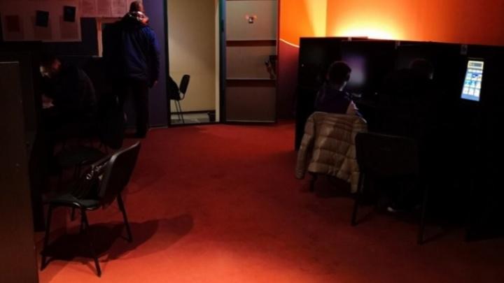 Полицейские заподозрили молодую женщину в организации подпольного игрового клуба