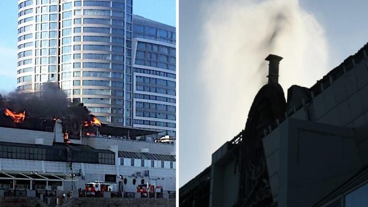 На набережной в Ростове загорелась крыша популярного ресторана