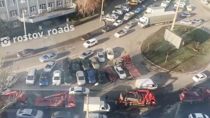 Расчистили так расчистили: в Ростове эвакуаторы за час освободили заставленную машинами площадь