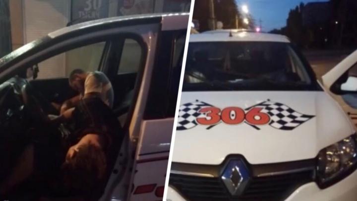 Парный сон: ростовчане обнаружили водителя и пассажира такси «306» уснувшими в машине