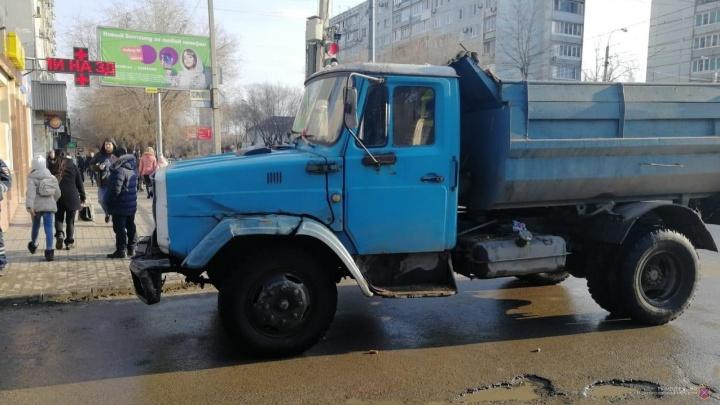 Самосвал сбил семилетнего мальчика на «зебре» в Волгограде