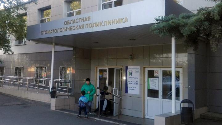 «Ждали два часа и пошли по домам»: юных челябинцев ночью отправили в общую очередь к стоматологу