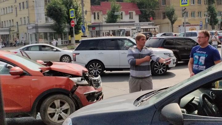 В центре Ярославля образовалась пробка из-за ДТП: подробности