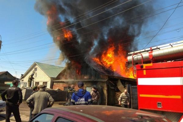 К счастью, пламя не перекинулось на соседние дома
