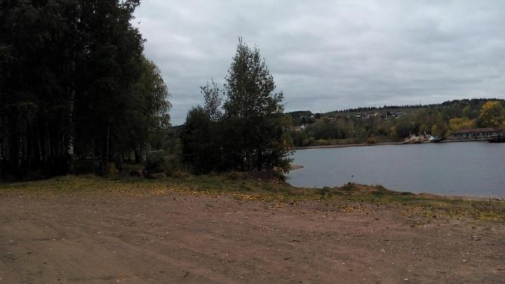 После публикации 59.ru прокуратура проверит, почему берег Камы в Заозерье обнесли забором