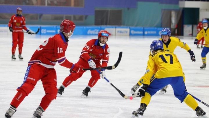 Россияне разгромили шведов в хоккее с мячом