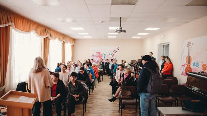Встреча в поддержку уволенного учителя тюменской школы: прямая трансляция