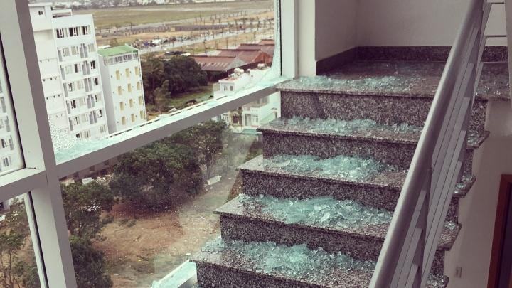 «Плакали от бессилия и кричали»: красноярка оказалась в центре разрушительного тайфуна во Вьетнаме