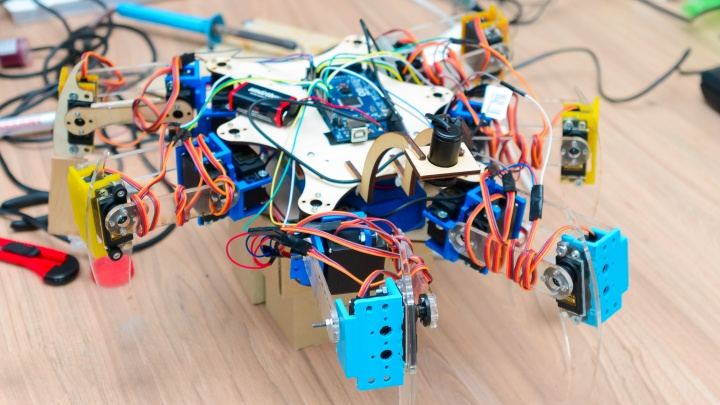 Красноярские студенты сконструировали «робота-паука» для преодоления гор и переноса грузов