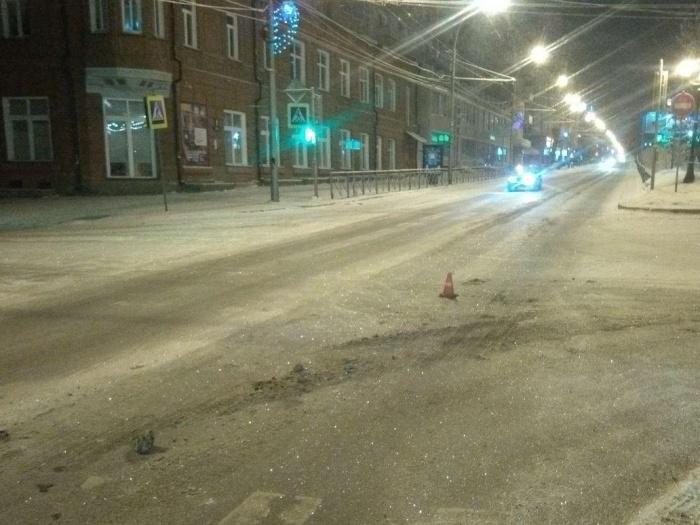 Авария произошла минувшей ночью на Красном проспекте