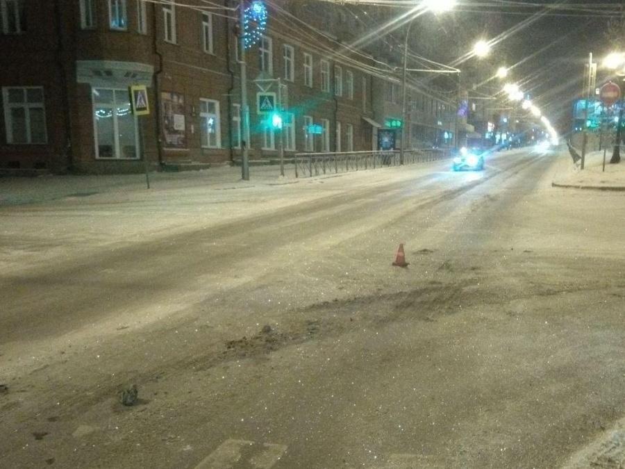 НаКрасном проспекте снегоуборщик неподелил дорогу с«Ниссаном»— Пострадали трое