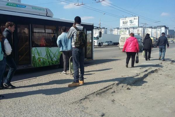 Студенты требуют поставить остановку напротив общежития ВолГУ<br>