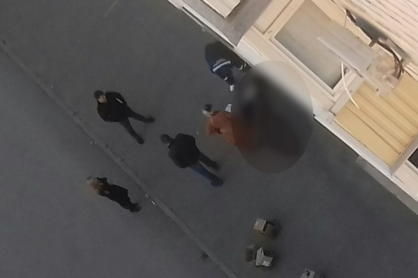 Юные волгоградки беседовали на крыше девятиэтажки о проблемах в личной жизни