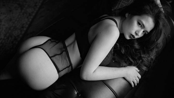 Омички начали выкладывать в Instagram откровенные фото, чтобы попасть на обложку журнала Maxim