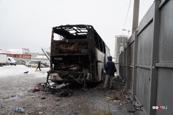 Автобус сильно выгорел