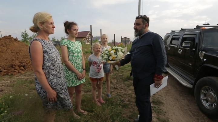 «Это просто сказка!»: бизнесмен из шоу «Секретный миллионер» подарил пермской семье 400 тысяч рублей