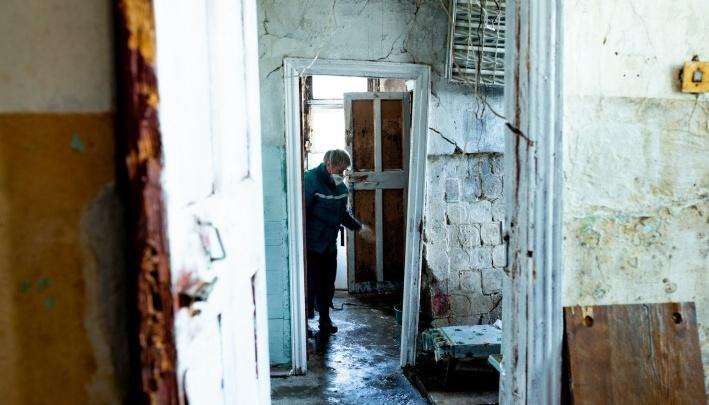 Мэрия Ярославля выставила на улицу жительницу аварийного дома, сэкономив на её переселении