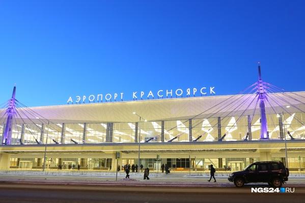 Аэропорту Красноярска решено дать имя известного соотечественника. Сейчас его вывеска выглядит так