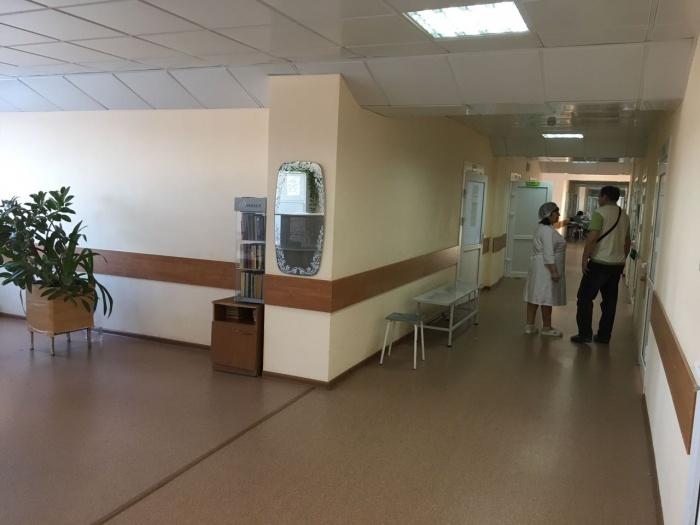 В больнице говорят, что пациентам хватает места в палатах, но они полностью заполнены