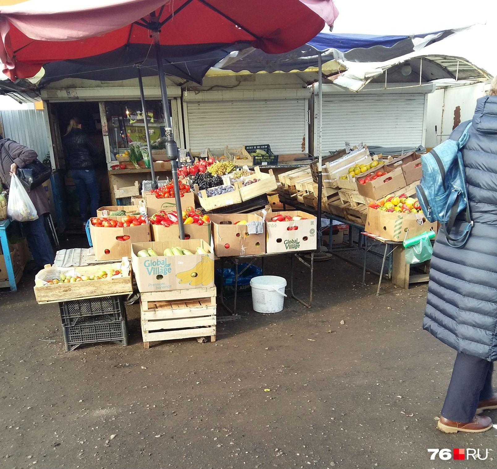 Жители Брагино говорят, что уже привыкли ходить на рынок за свежими овощами