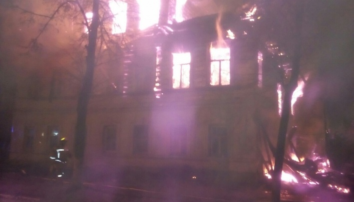 Поджигатель отрезал людей от выхода: в МЧС рассказали новые подробности пожара в Ростове Великом
