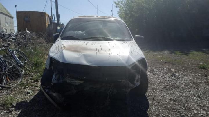 В Башкирии водитель «Лады Гранты» врезался в камень, его пассажиры в больнице
