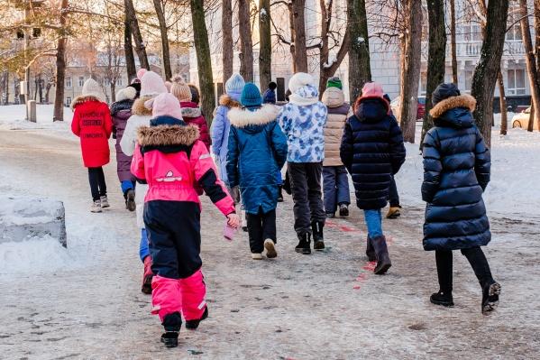 На улице еще не -25 °C, поэтому пока от похода в школу не отвертеться
