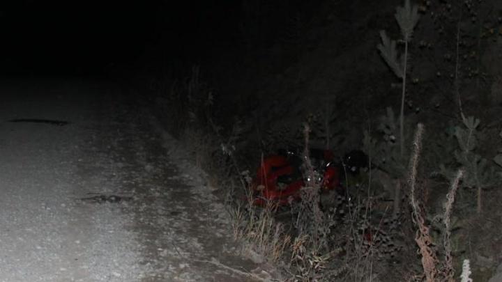 На трассе Башкирии мотоцикл опрокинулся в кювет: погиб водитель