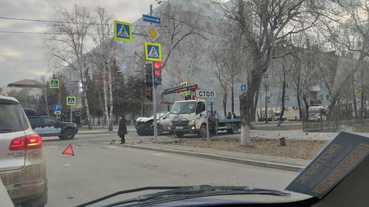 В утреннем ДТП на перекрестке Орджоникидзе — Хохрякова пострадала 30-летняя автомобилистка