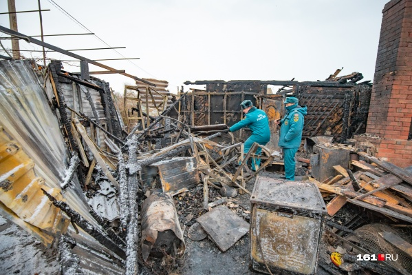 На месте трагедии работают спасатели