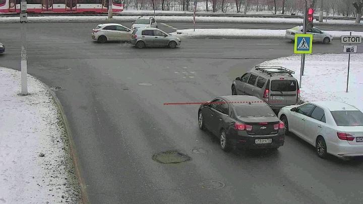 «У водителей не рентгеновское зрение»: волгоградцев засыпали штрафами за виртуальные стоп-линии