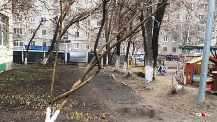 «Виновата не она, а дырявый забор»: тюменцы вступились за воспитателя, у которой сбежали два ребенка