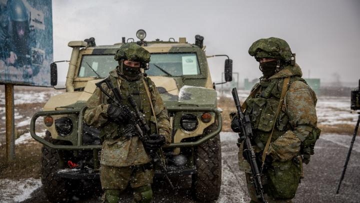 В Новосибирске обучили 1 тысячу разведчиков: они умеют закладывать мины и управлять дронами
