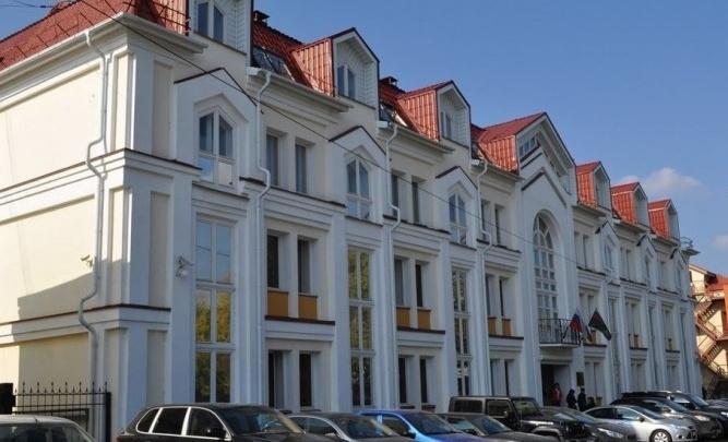 Здание, в котором находится главный офис судебных приставов Екатеринбурга, выставили на продажу
