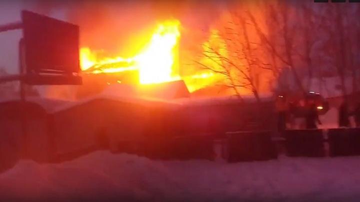 На Московке-2 горит частный дом