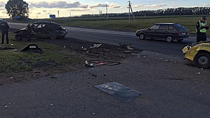 В Башкирии в лобовом ДТП пострадал пассажир такси