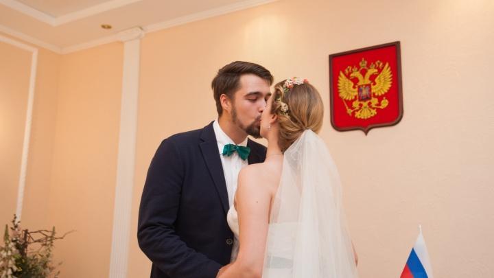 Самарцам разрешили бронировать дату бракосочетания за год до события