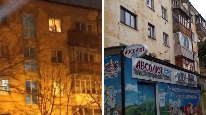 Тюменка объяснила, почему её двухлетниймалыш стоял у открытого окна на пятом этаже