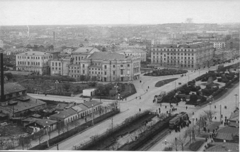 Вид на Оперный театр с гостиницы «Исеть»