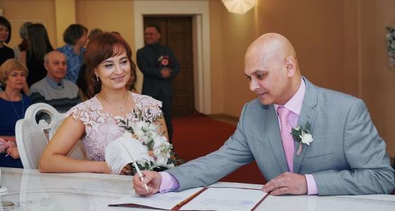 «В ЗАГСе я не понимал ни слова»: история англичанина, который женился в Екатеринбурге
